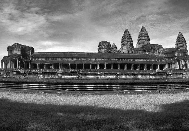 Angkot Wat b&w 02