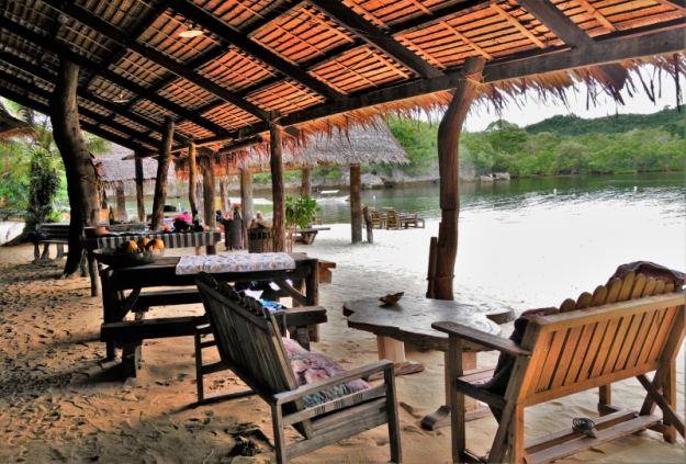 Dining at Isla Naburot (4)
